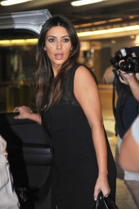 Kim+Kardashian+Kardashians+Arrive+Miami+2ajZglrOeQFl